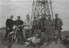 Prešovskí turisti v roku 1958 na vrchole Čergova. V pozadí triangulačná veža.