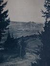 Pohľad na obec i hrad Kamenicu. V úzadí Minčol.