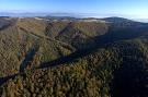 Záver doliny Veľký Jarabinčík a hrebeň medzi Veľkou Javorinou a Chochuľkou.