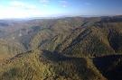 Pohľad cez údolie Ľutinky na hlavný hrebeň. Dolina Tokárne, vzadu Solisko, vľavo Horošovík, medzi nimi vpredu Škaredé