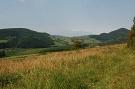 Vľavo vrch Michalka, vpravo Vysoká hora
