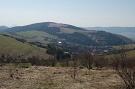 Pohľad z vrchu Hrabienka na vrch Michalka a obec Hanigovce
